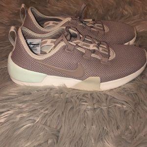 Brand New Nike Ashin Modern Run Women's Shoe